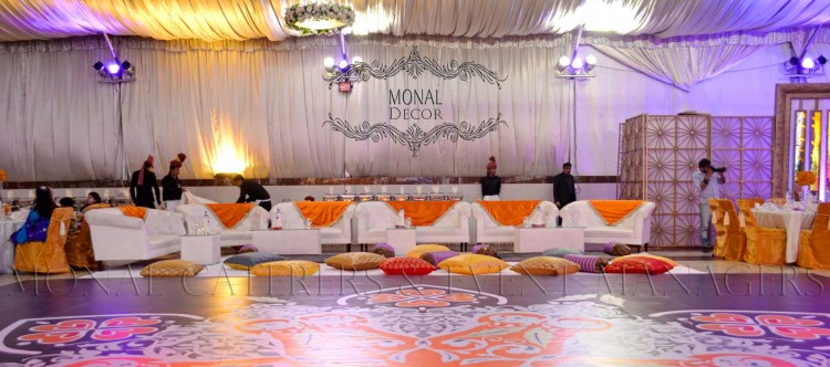 dance floor+floor sitting+lounge